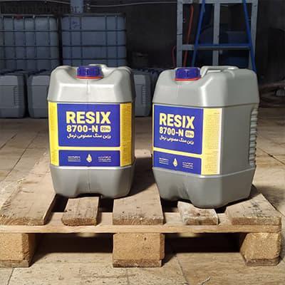 بسته بندی رزین سنگ مصنوعی در گالن 20 کیلوگرمی